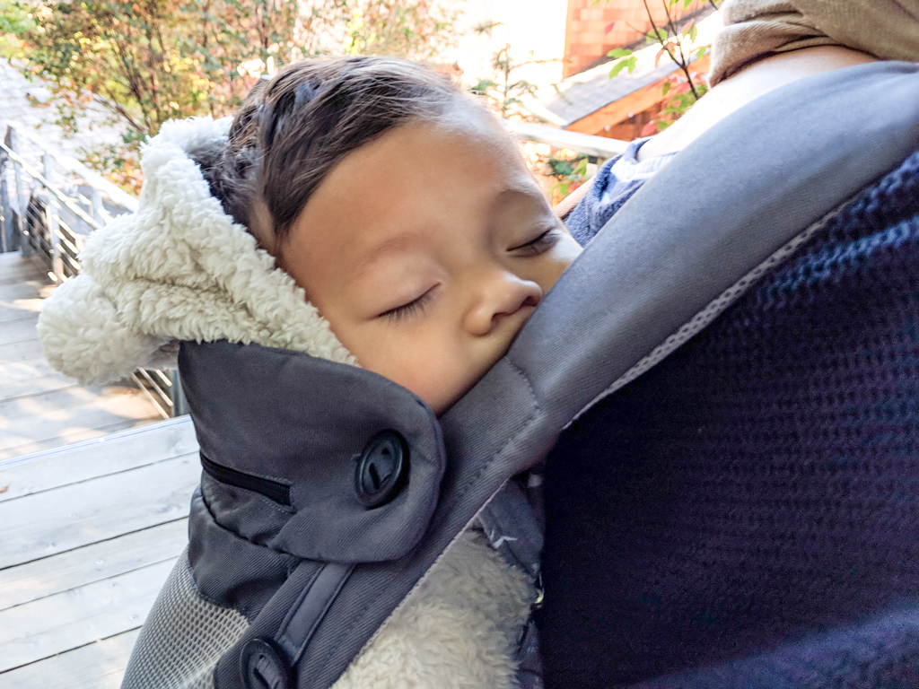 How to help your baby adjust to a new time zone
