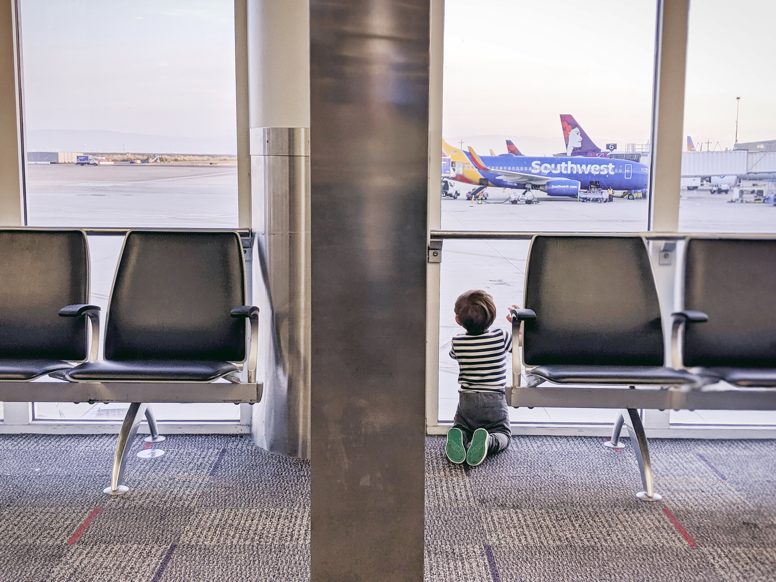 Best tips and favorite toys for entertaining babies and toddlers on a plane