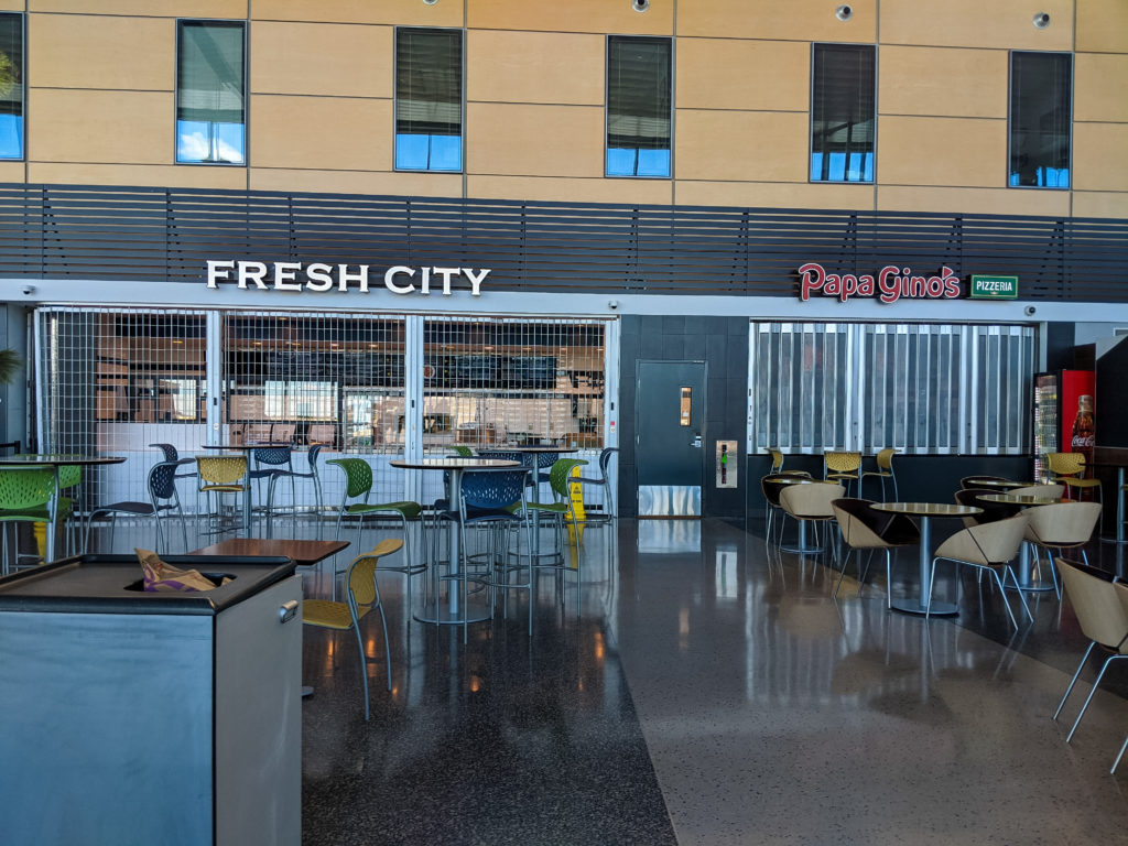 Closed restaurants at airport - flying during a pandemic